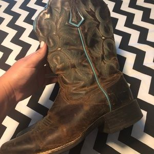 Ariat Boots brown with turquoise stitching